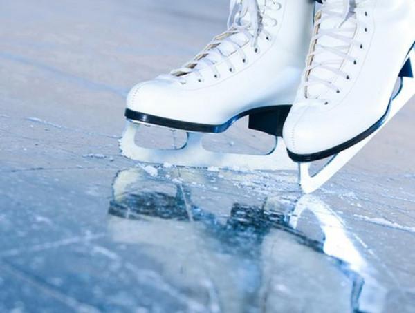 Демонтируют хоккейную коробку в 5 микрорайоне